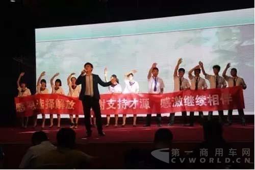 解放e站购东营启动 175台解放j6危险品牵引车交付